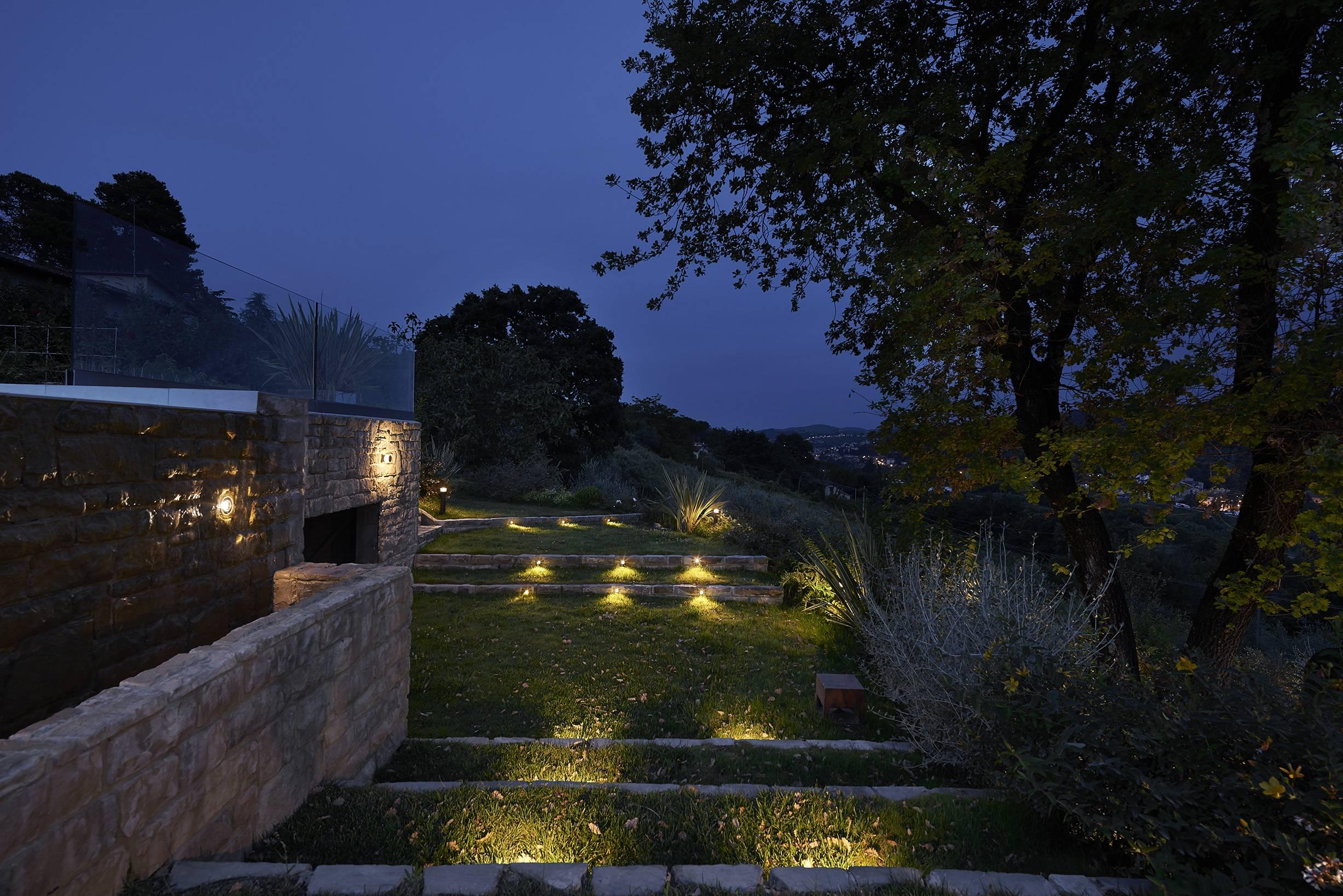 Progetti puraluce illuminazione esterna per villa privata signa